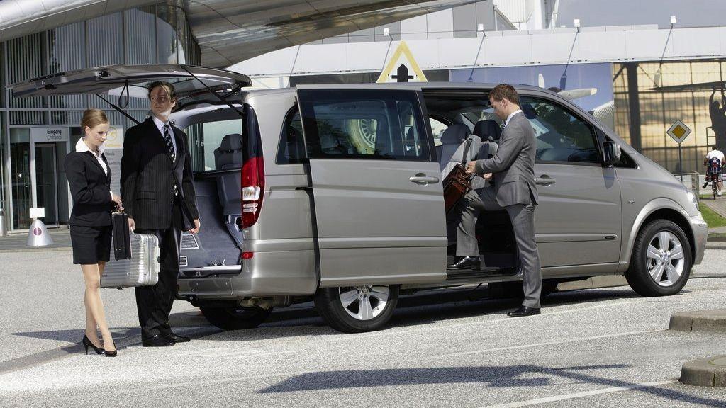 Beneficiati de transfer aeroport alaturi de Lukadi Transport