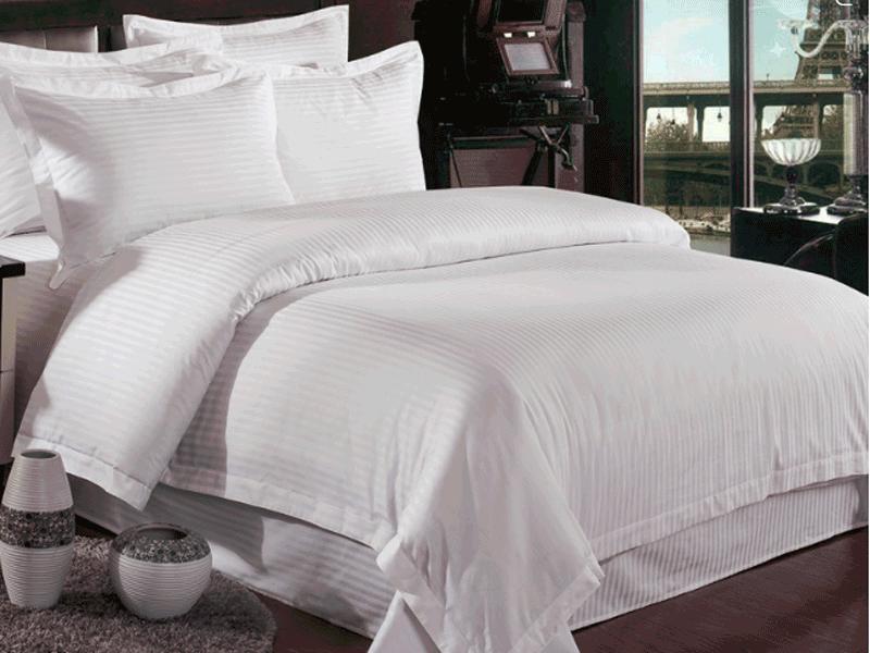 Lenjerii de pat albe din damasc – impresioneaza de la primul impact vizual
